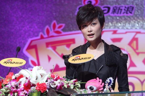 图文:2009新浪网络盛典--李宇春开心发言