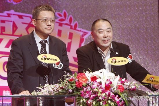图文:新闻出版社长总编姜军与华视传媒李利民