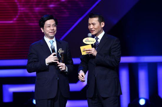 图文:新浪网络盛典-李开复(左)胡一虎谈笑风生
