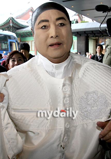 图文:张东健高小英大婚-时装设计师安德烈