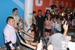 组图:黎姿早产24日香港得双胞胎女儿母女平安