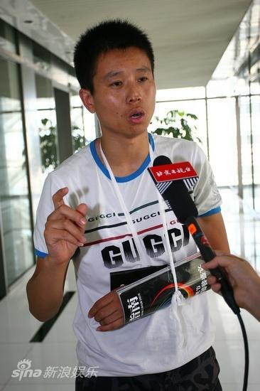 图文:被打记者召开发布会-周广甫述说被打经过