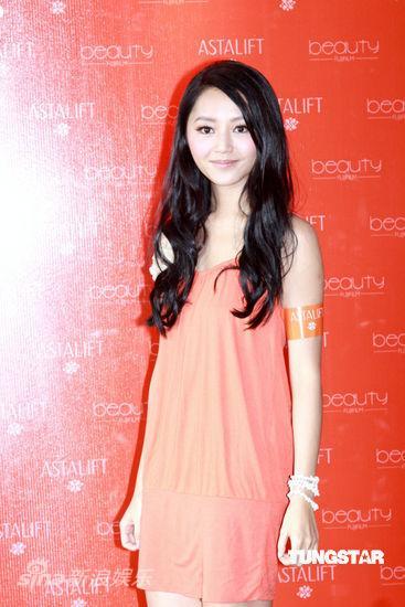 廖碧儿橙色裙装优雅 不介意陈豪佘诗曼亲密(图)图片