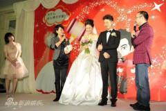 组图:胡可沙溢在京举办婚礼新娘上台动情落泪