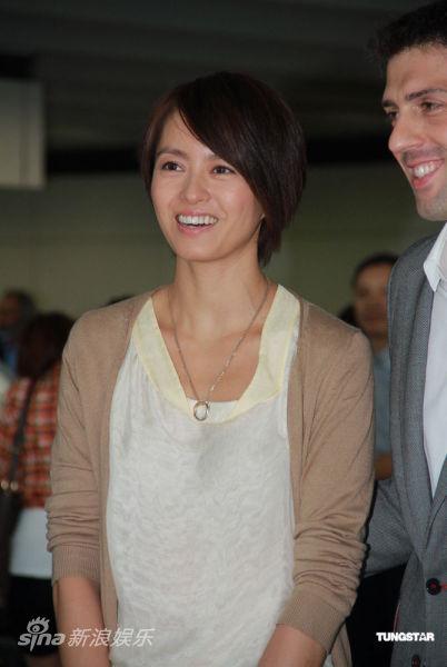梁咏琪甜蜜微笑