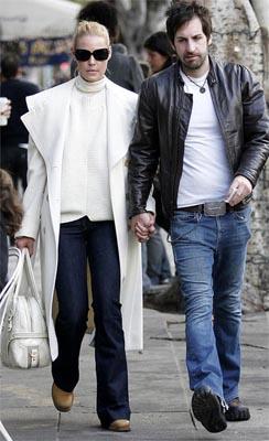 《实习医生格蕾》女星凯瑟琳-海格尔与男友完婚