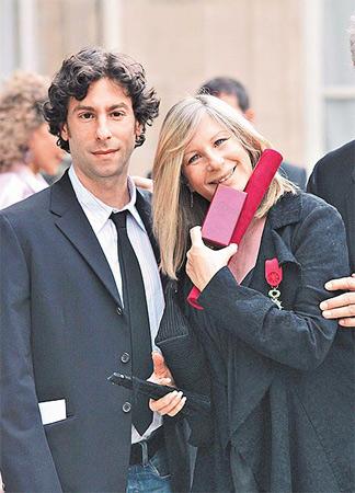 皮特、斯皮尔伯格带头募400万美元挺同志结婚