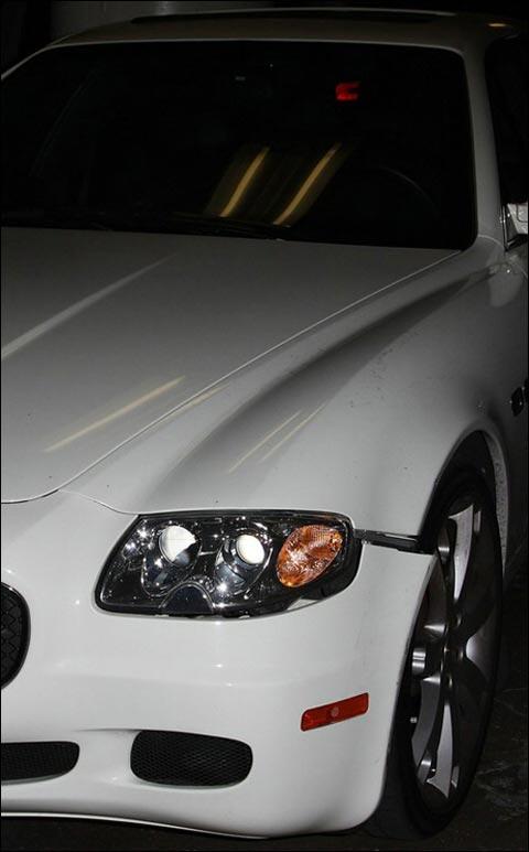 林赛-罗韩性感白裙驾新车不幸与他车相撞(图)