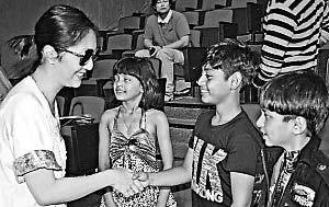 《贫民富翁》9岁印度童星鲁比娜出回忆录捞钱