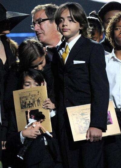 杰克逊前妻黛比-罗否认高价出售孩子抚养权