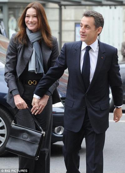 法国第一夫人再曝不雅照将被拍卖(图)