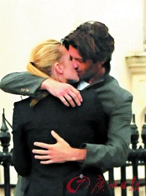 温斯莱特当街拥吻男模离婚4月后觅得新欢(图)