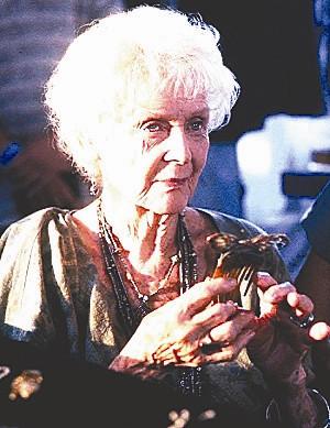 《泰坦尼克号》送别故人 老年罗丝百岁去世(图