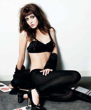 《性爱大师》女星丽兹-卡潘也有裸照流出