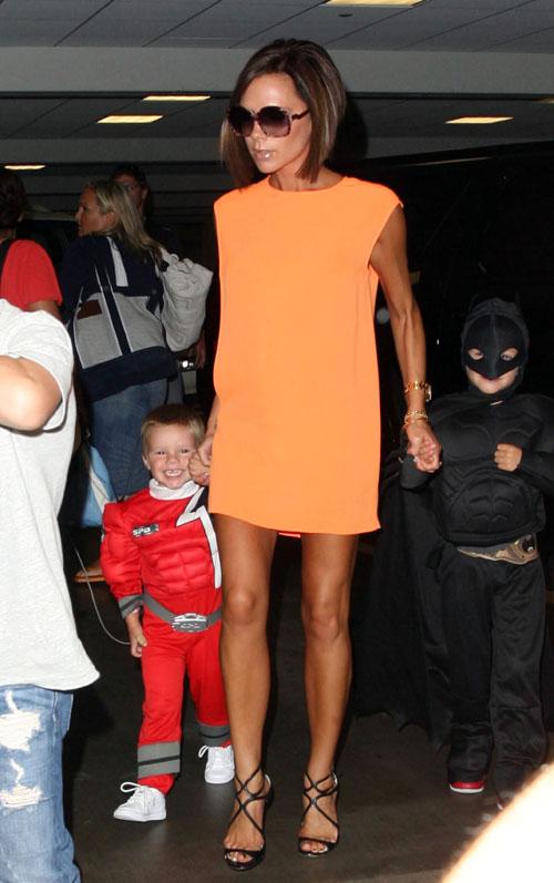 组图:贝克汉姆公子庆生变装派对成电影模仿秀