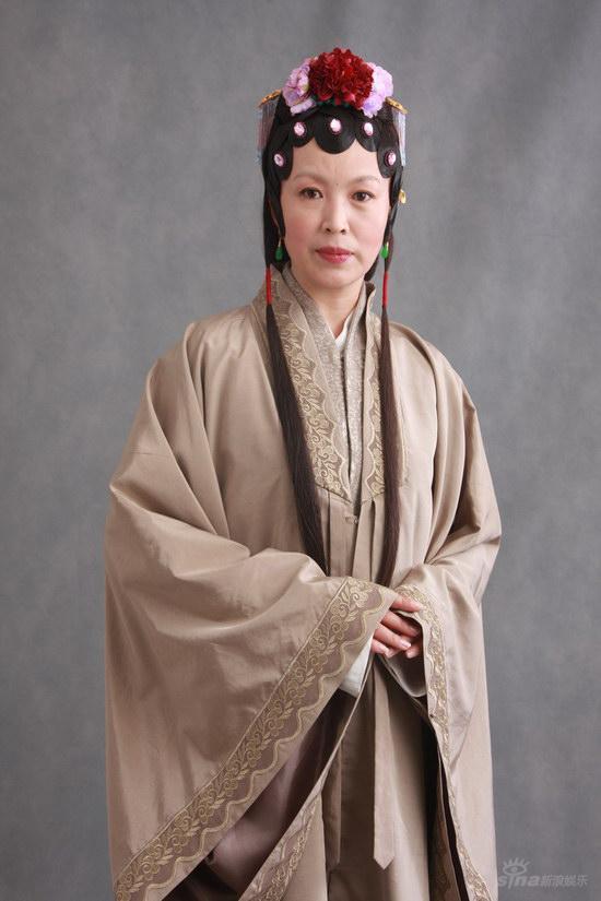 新版《红楼梦》荣宁府女眷--龚丽君饰演薛姨妈