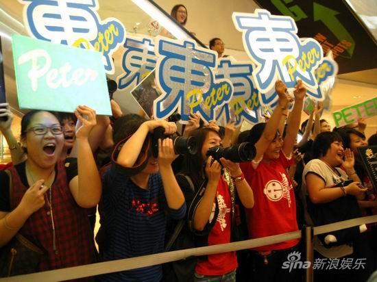 《三国》香港首映-何润东粉丝到场