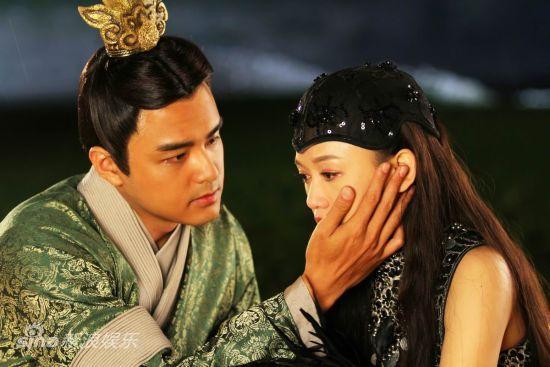图文:《王的女人》剧照-明道陈乔恩深情对望