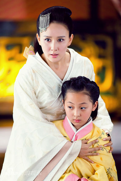 图文:《王的女人》剧照-小虞姬与母亲青莲