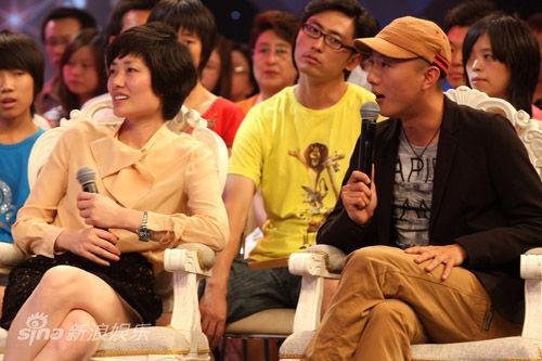 制片人刘娟(左一)