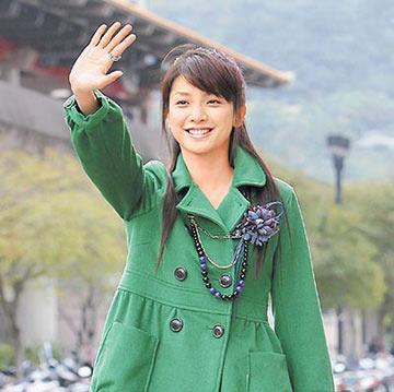 林依晨夜访许玮伦家与好姐妹分享金钟殊荣(图)
