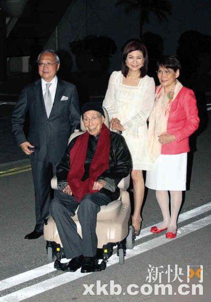 邵逸夫在夫人方逸华及TVB乐易玲等人陪同下现身