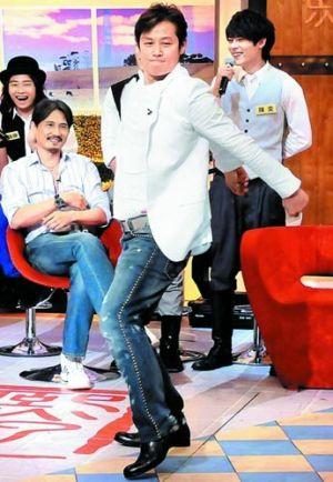 徐乃麟2010年上《康熙来了》,在节目上搞笑热舞。