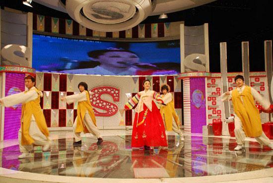 金美儿参加SBS台综艺节目穿传统服装献艺(图)