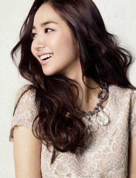 朴敏英清新雅致,是时下最炙手可热的韩国女星之一