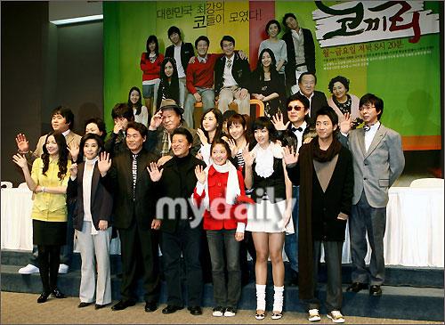 组图:李贤智裴多英出席MBC新剧《大象》发布会