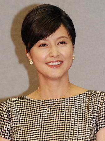 藤原纪香拍新剧迷上马术优雅出席发布会(组图)