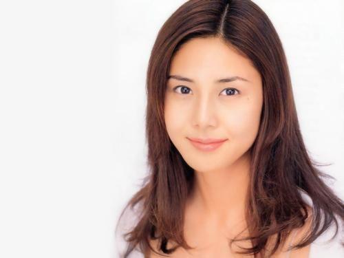 新浪娱乐讯 北京时间8月5日消息,据香港媒体报道,近日日本传媒公开了日本人气女星的最新片酬排行榜,这20名日本人气女星的最新片酬中,松岛菜菜子以250万日圆一集日剧的酬劳压倒其他女星占据榜首。   由于日本电视界长期不景气,很多女星收入大减。唯独松岛菜菜子一人能够得到250万日圆(约20万人民币)的高片酬,相反为港人熟悉的北川京子只是排行倒数第二。日本已有传她将会参演两部明年的剧集,也有人指出她的片酬已经升至400万日圆(约32.