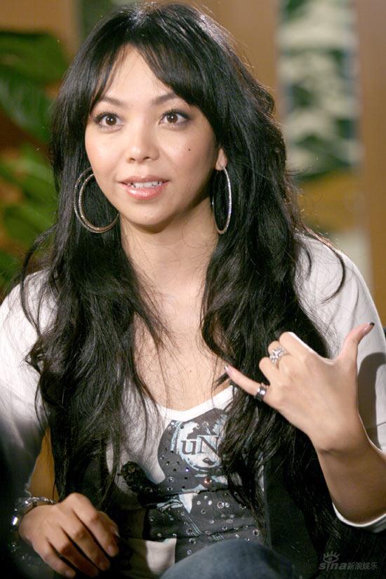 电视前沿 《可凡倾听》专题 正文    十年前,凭借一曲《姐妹》,张惠妹