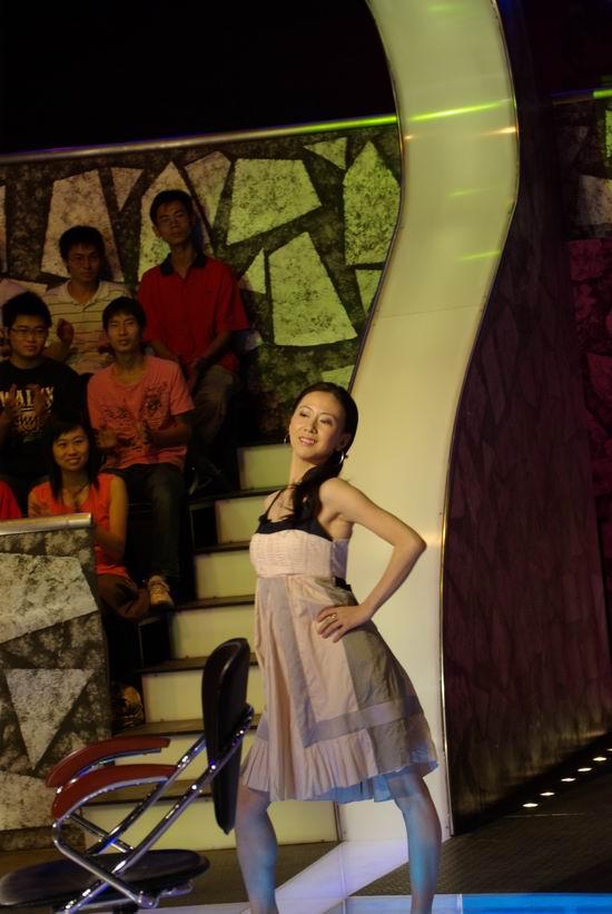《百万智多星》专题 正文    新浪娱乐讯 中国人体模特第一人,汤佳丽