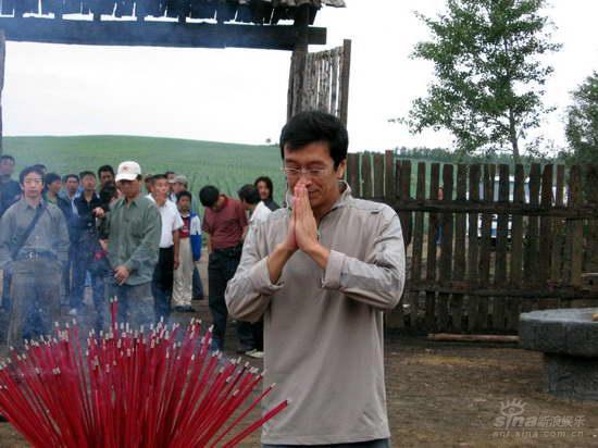 《闯关东》献礼08奥运张新建携剧组向天祷告
