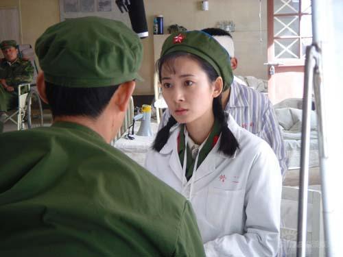 《我的左手》登央六军装美女徐筠英气逼人(图)
