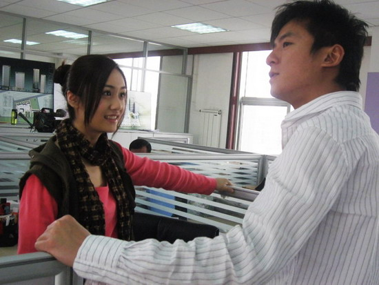 刘芸朱雨辰并肩演绎80后戏里戏外都是好搭档