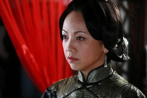 《牌坊下的女人》复拍邓萃雯鼓励同胞要坚强