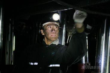 郑昊热拍《燃烧的生命》井下300米为震灾感伤