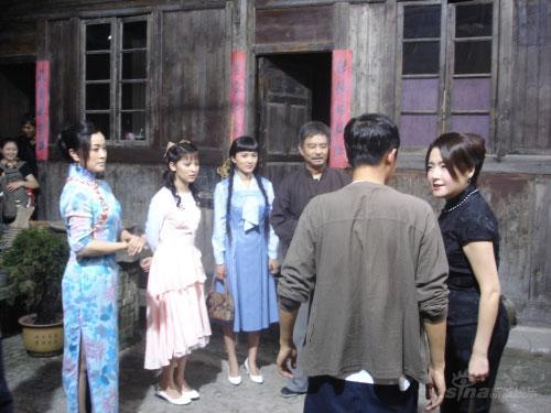 李艳冰结束新戏《云袖》赞刘晓庆是好婆婆(图)