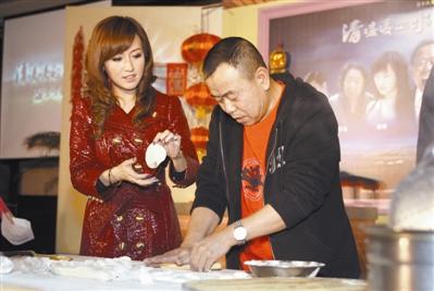 《清水蓝天2》央视开播在即潘长江现场包饺子