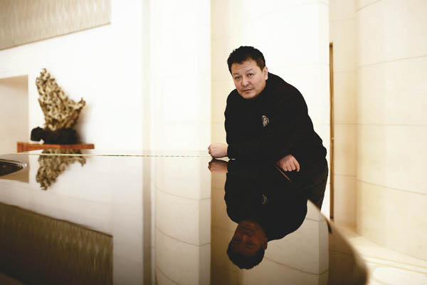 三联生活周刊:杨亚洲的接地气与穷欢乐(图)