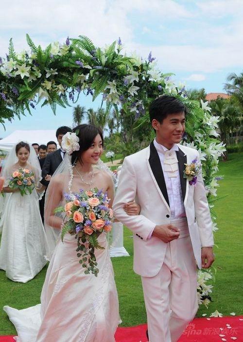 《中国式相亲》集体婚礼 甜美新娘姜鸿抢眼(图)图片