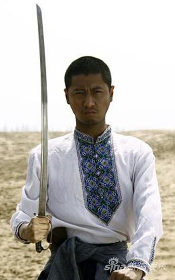 《湘女》任重成孤胆英雄热血军人感受大漠花海