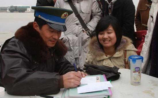 """""""武汉女婿""""郭晓冬庆生幸福宣布明年4月当爹"""