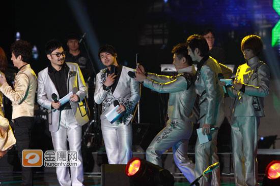 快乐中国跨年演唱会上演快乐家族天天兄弟同台
