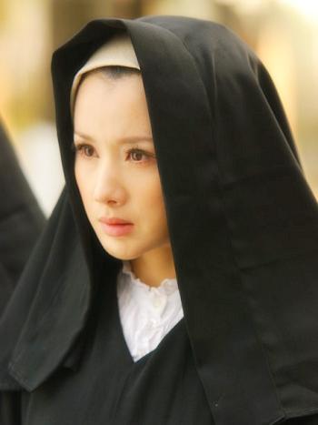 《战火绝恋》片花曝光孙菲菲被喻多面娇娃(图)