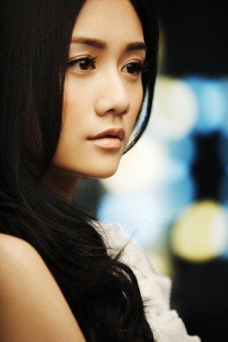 刘芸演绎倔强少女《牵挂》片场笑声不断