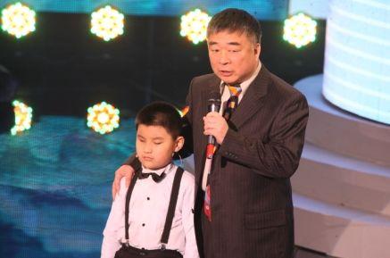 邵恩和盲童钢琴手刘浩