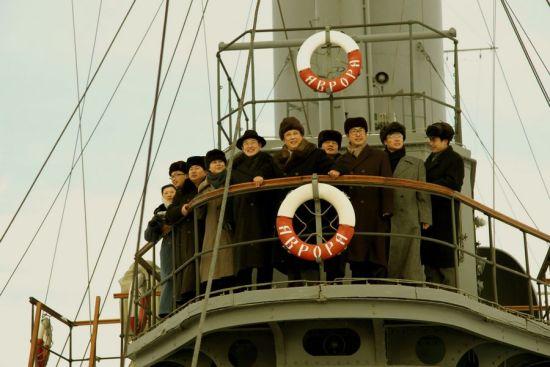 """毛泽东一行登上著名的""""阿芙乐尔""""号巡洋舰追溯""""十月革命""""的光辉历史"""